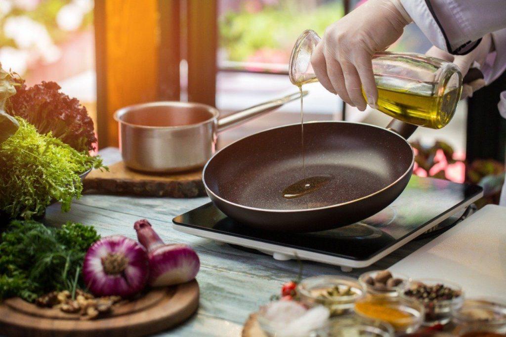 Minyak Goreng Paling Sedikit Nempel di Makanan